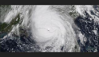 Debajo del ojo del huracán Michael: sol y cielos casi despejados