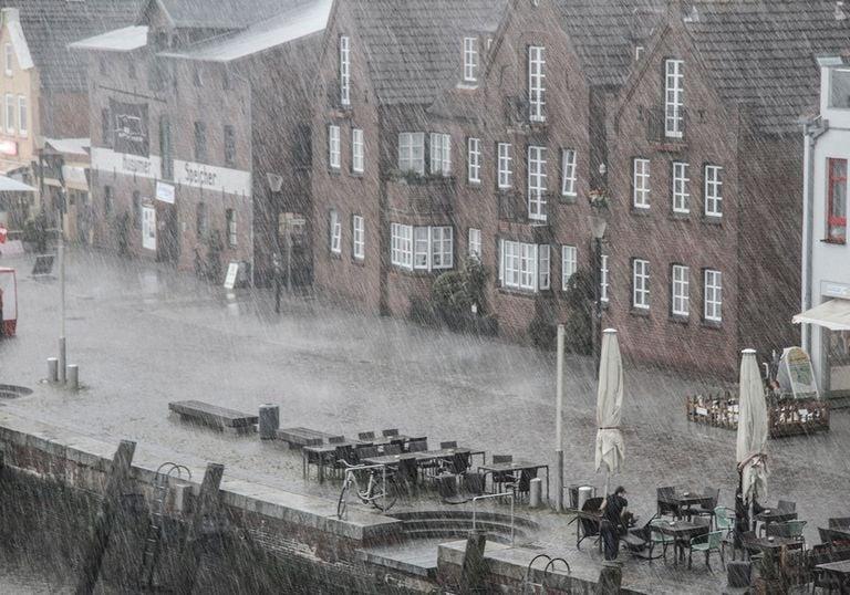 Ciudad con lluvia