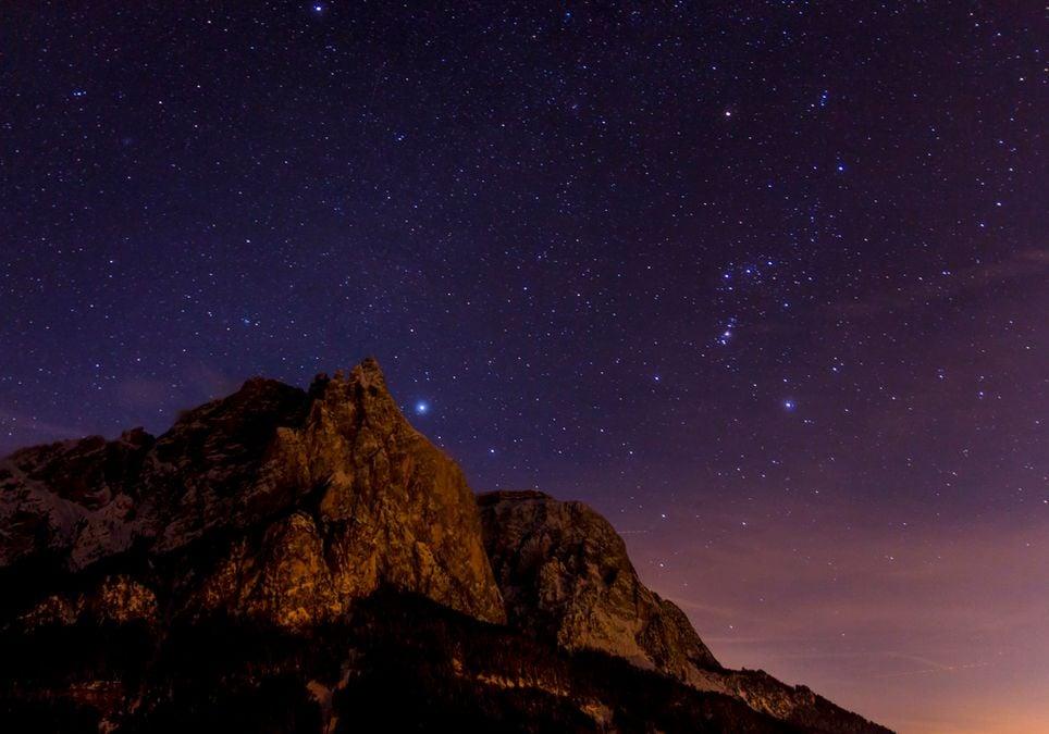 Por que as estrelas piscam à noite?
