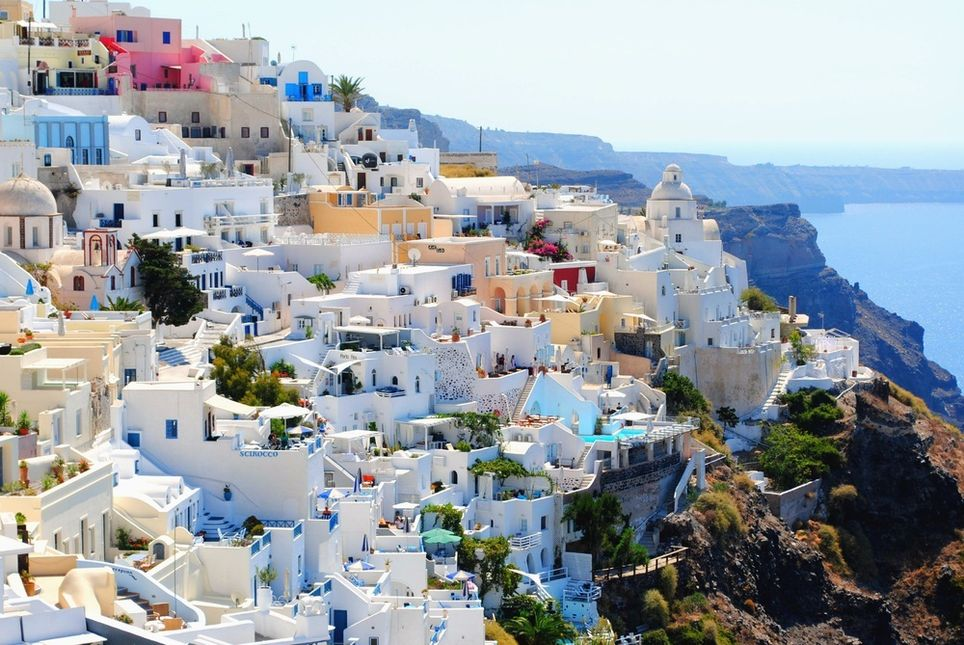 Casas blancas encaladas en Santorini, Grecia.