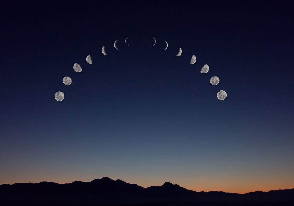 Las fases de la Luna se refieren al cambio aparente de la parte visible iluminada del satélite debido a su cambio de posición respecto a la Tierra y al Sol.