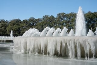 Milhões de americanos estão sem água potável devido à onda de frio!