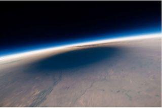 El eclipse solar desde la estratosfera