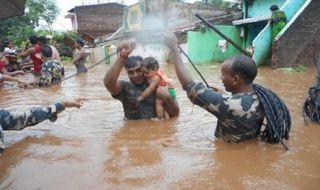 Más de 1.200 muertos por las lluvias del monzón en el subcontinente indio