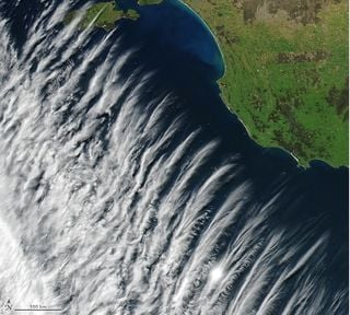 Nubes raras sobre Australia: ondas de gravedad