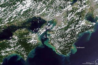 Las aguas de Japón corren marrones después del tifón Jebi