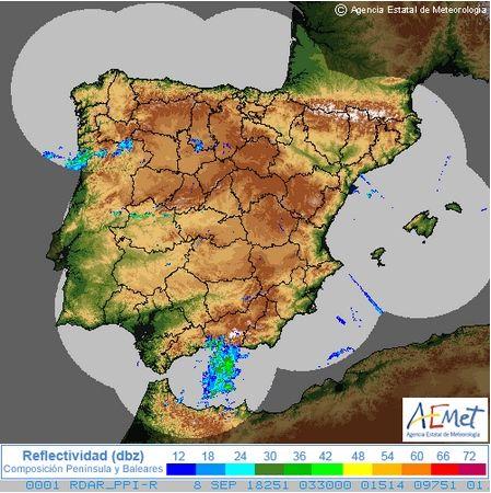 Imágenes PPI del radar meteorológico: composición nacional, arriba, y radar de Málaga, abajo. Ver fechas a pie de imagen.