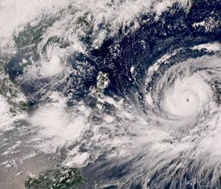 Los ciclones tropicales Florence y Mangkhut amenazan zonas muy pobladas