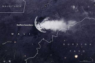 Frente de racha nocturno sobre África