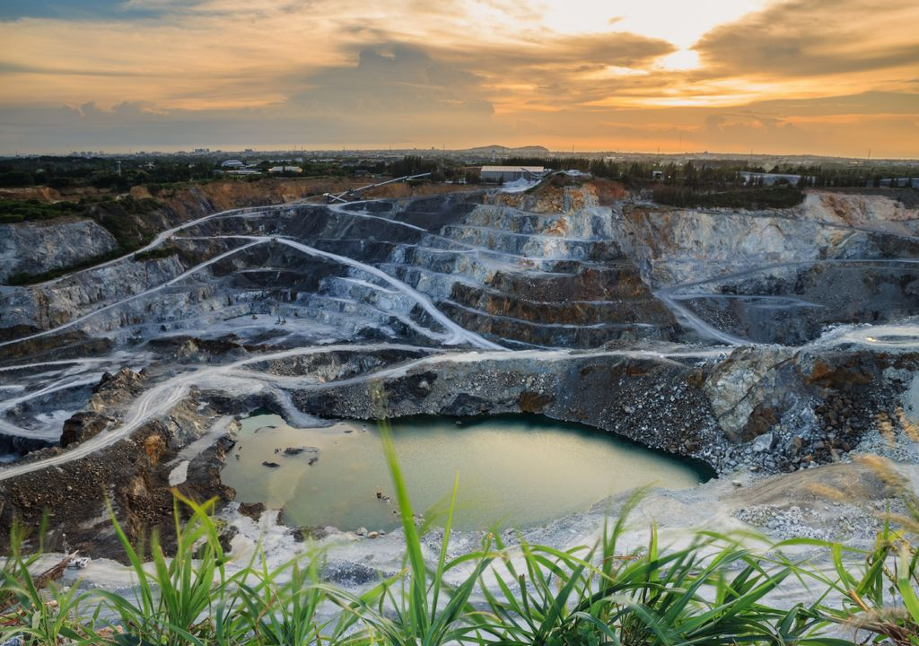 Lítio; mineralização;
