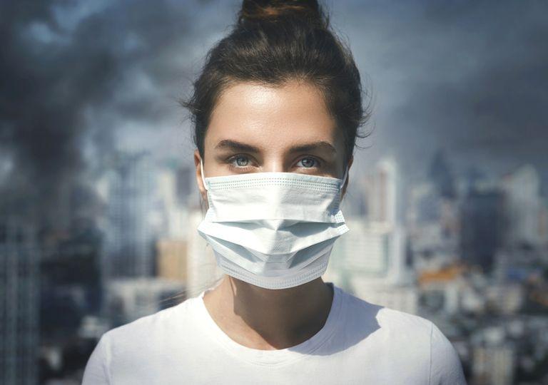 Uso de máscara devido à poluição