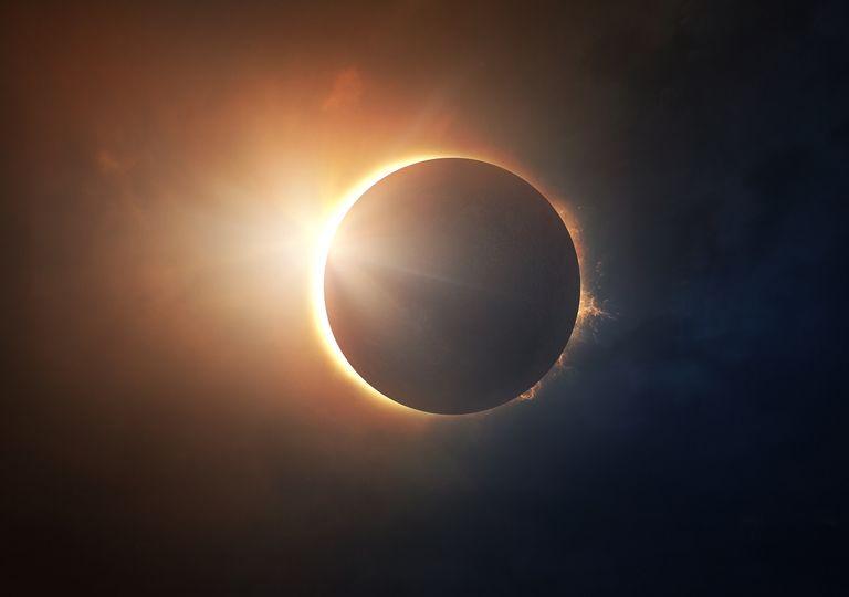 Eclipse solar; eclipse total; corona solar