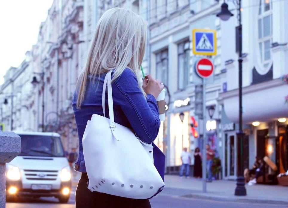 ¿Sensación de cabello sucio cuando vuelves de la calle? Puede que el aire de tu entorno tenga algo que ver.