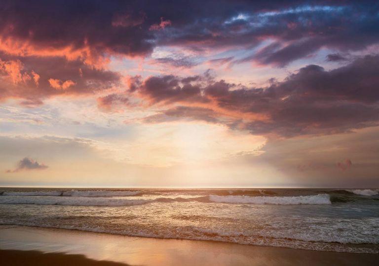 praia fim de tarde sol nuvens
