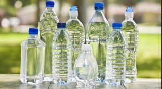 Agua en botellas de plástico, cáncer y calor