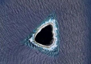 """O que é o """"buraco negro"""" no meio do Pacífico visto no Google Maps?"""