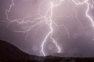 Schrecklich: Blitze töten mindestens 150 Menschen in Indien!