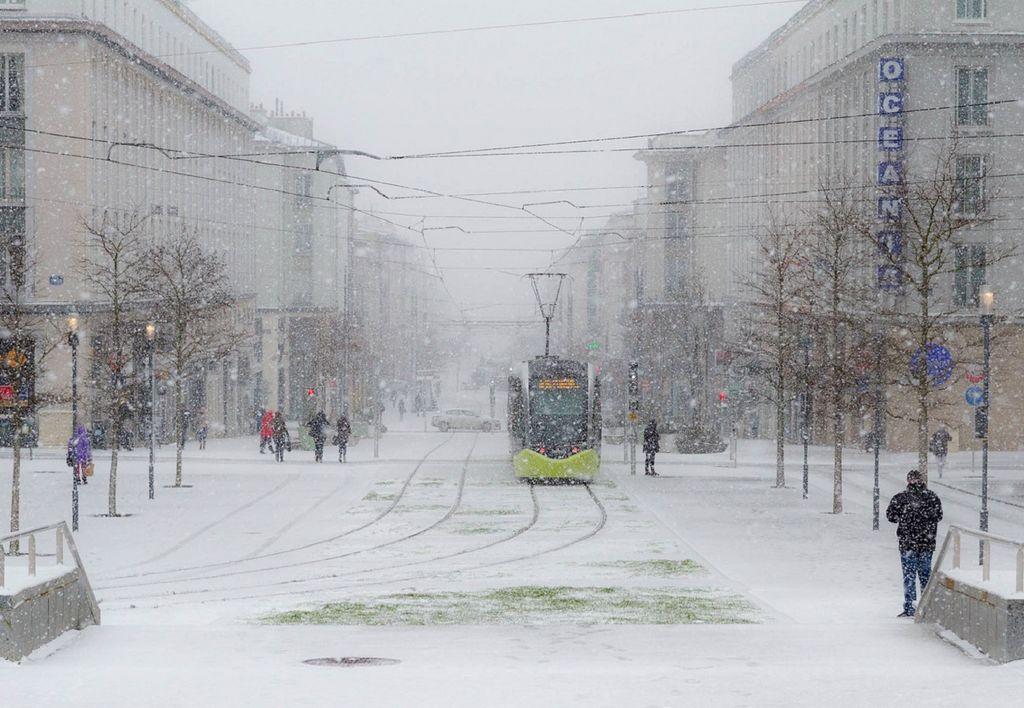 Tous les départements bretons seront touchés par un épisode de neige remarquable ce mardi (image de Brest).