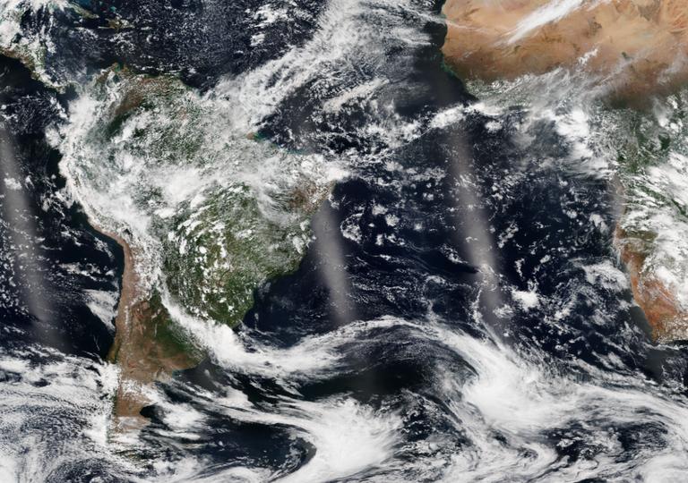 Céu com poucas nuvens no Brasil devido a presença da Alta Subtropical do Atlântico Sul
