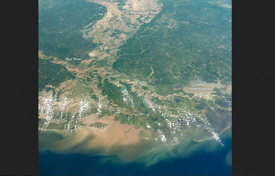 Vista más amplia del delta del río Misisipi desde la EEI