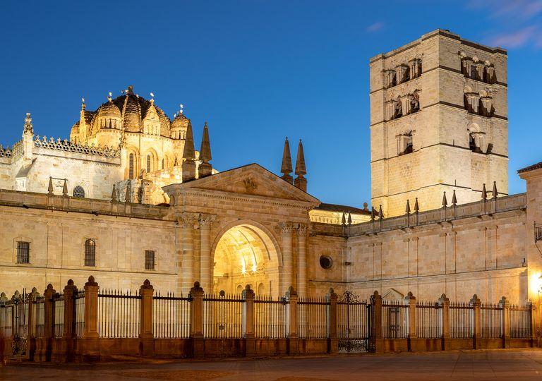 Catedral de Zamora, construida en el siglo XII y de estilo románico.