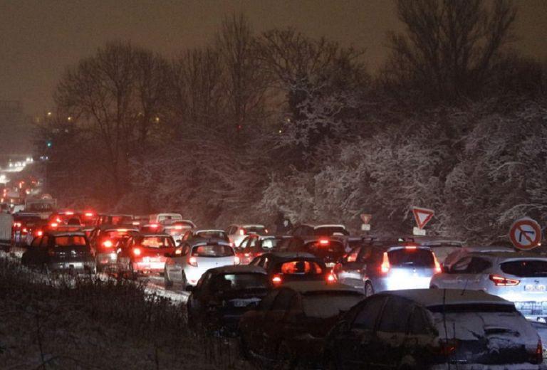 Des centaines d'automobilistes se sont retrouvés bloqués plusieurs heures sur l'A75 lundi soir.