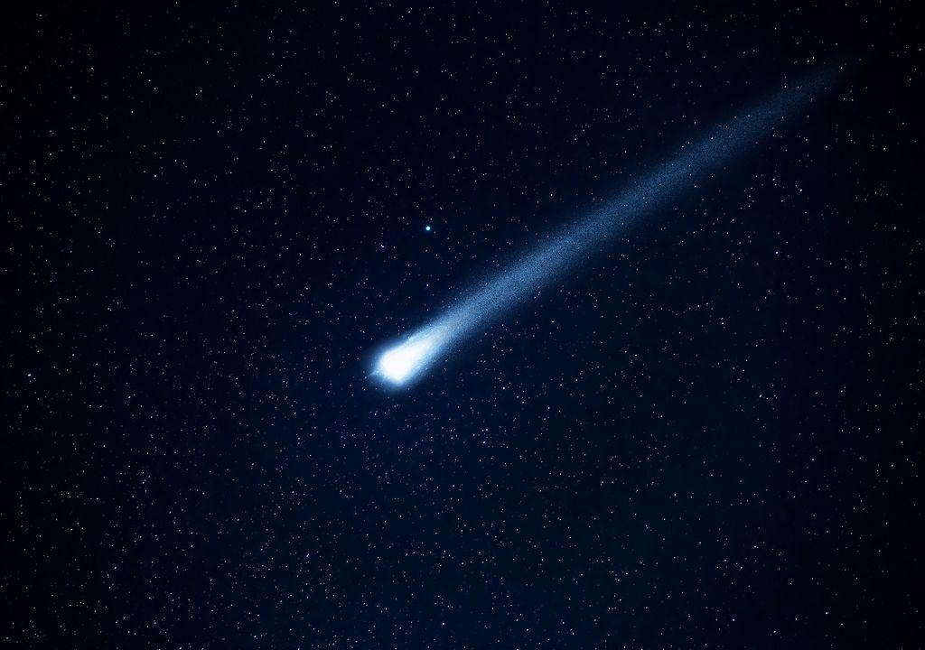 cometa en el espacio