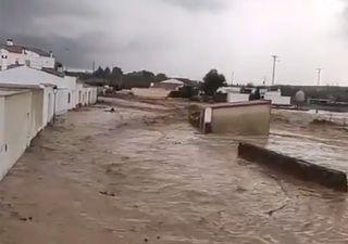 Fuertes tormentas estacionarias causan inundaciones en el centro y sur