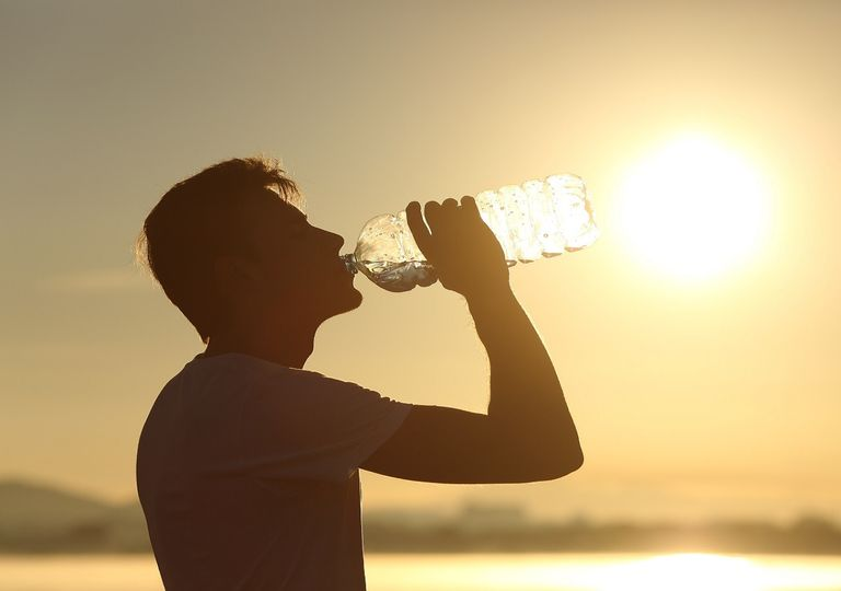 En esta época del año es muy importante mantenerse hidratado, especialmente si se es población vulnerable.