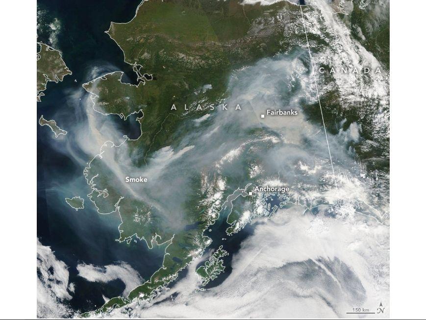 Imagen del sensor MODIS en el satélite Aqua de la NASA mostrando el humo de los incendios forestales para el 8 de julio de 2019.