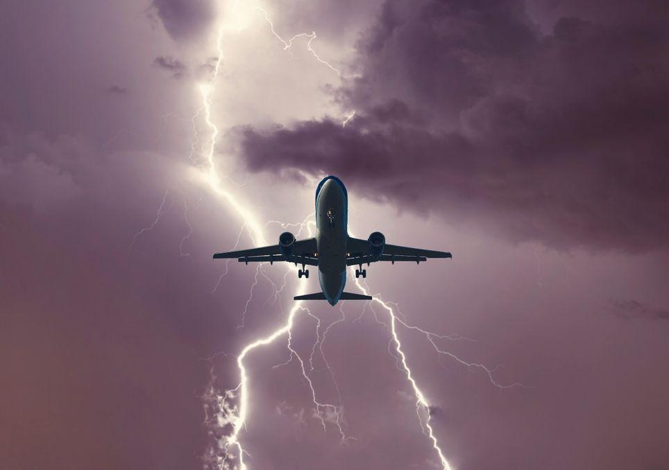 avion, aeronave, tormenta, rayo, vuelo, volar, miedo, estudio, cargas, electricidad