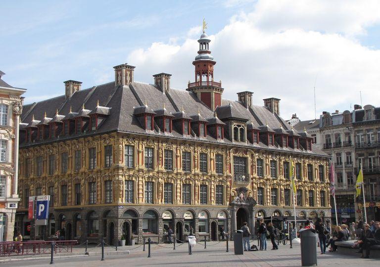 Il faudra profiter des éclaircies samedi à Lille avant le retour de la pluie dimanche.