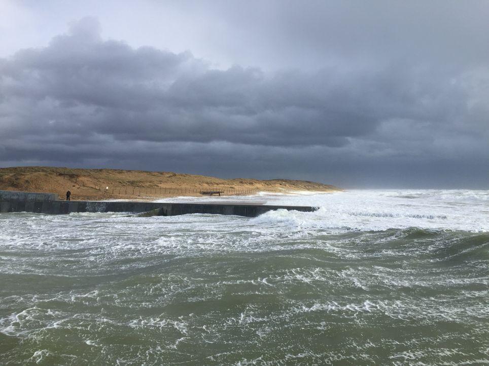 Le ciel sera bien souvent menaçant avec des vents forts sur le littoral de l'ouest et de Méditerranée.
