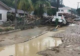 Chuva forte deixa mortos e desaparecidos em Santa Catarina