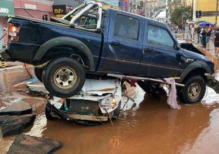 Chuva severa inunda a cidade de São Carlos e arrasta dezenas de carros