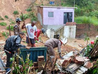 Chuvas causam mortes e impactos na Grande Recife