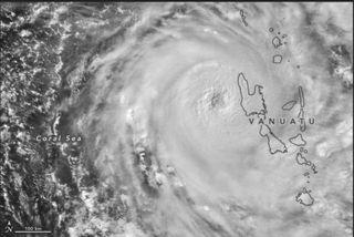 """Ciclón tropical Harold """"explota"""" sobre Vanuatu El 6 de abril de 2020,"""