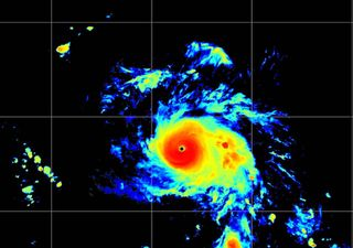 Ciclón tropical 'Sam' se fortalece a huracán mayor
