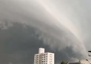 """""""Ciclone bomba"""" spazza il sud del Brasile: i video"""