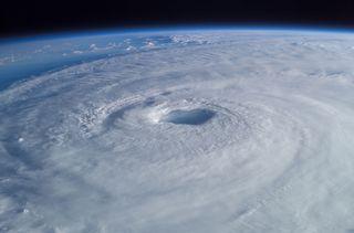 Ciclones tropicales, lluvias y deformación del suelo ¿Pueden generar terremostos?