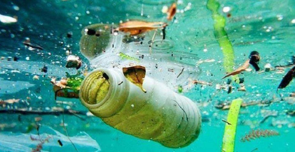 Se calcula que hay 5 billones de fragmentos de plástico en nuestros océanos.