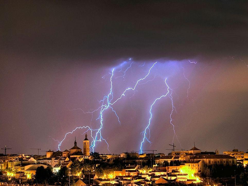 Es importante generar planes de actuación ante las tormentas eléctricas. Fotografia: El Horizonte.