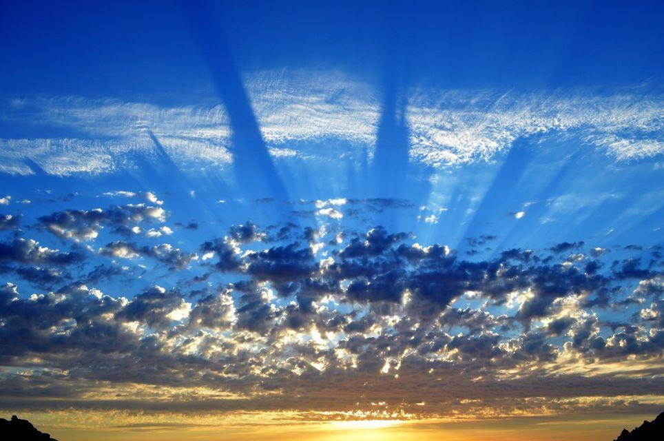 Nubes y sombras. PXHERE.com