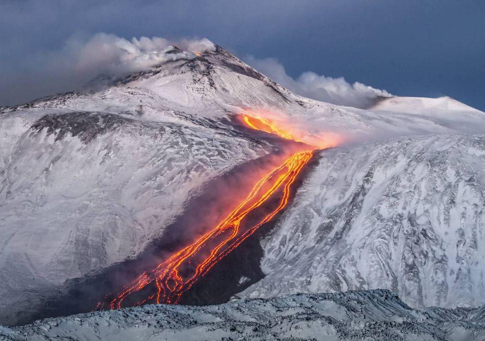 Gletschervulkan und Schnee