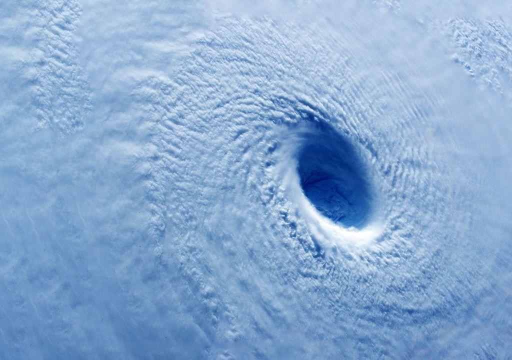 Ojo de un intenso huracán