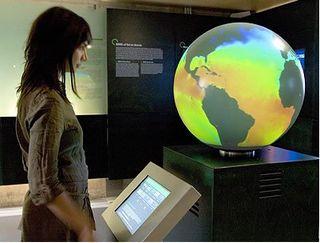 Cosmocaixa y la ESA presentan la muestra 'Aquí la Tierra'