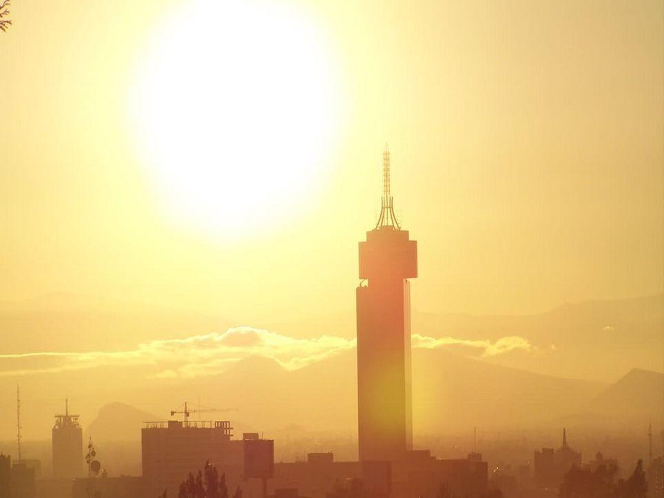 Las olas de calor se han vuelto más comunes en las ciudades debido a su relación con las islas de calor.