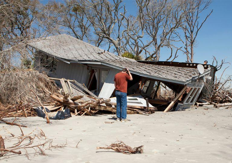 Casa destrozada por huracán