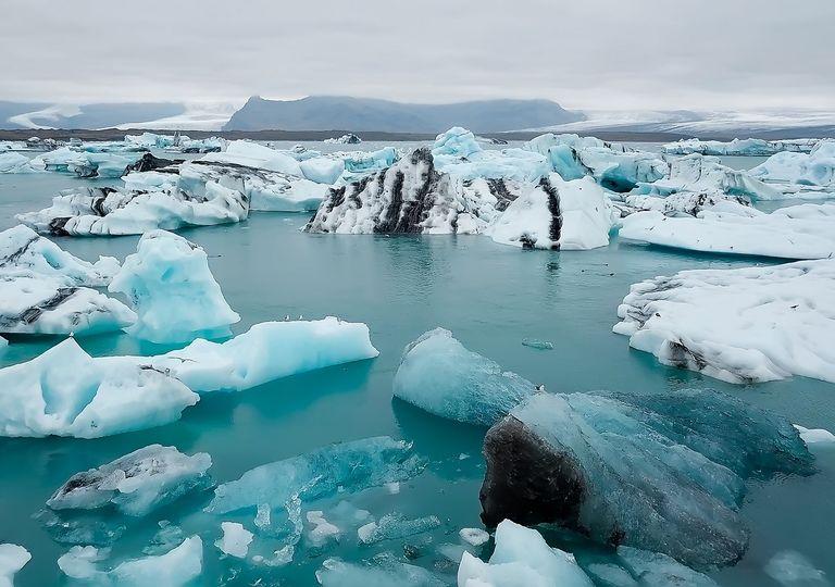Témpanos de hielo fragmentados en el Ártico