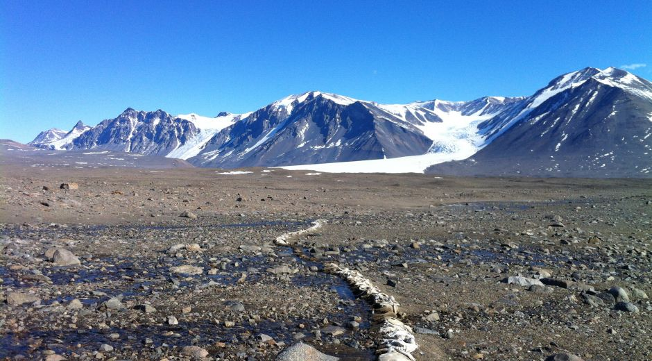Foto 1: Panorámica de los Valles Secos de McMurdo, en la Antártida. Crédito: Universidad de Colorado, en Boulder.